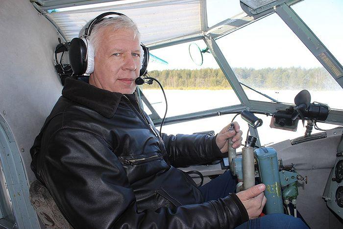 Юрий Иванцов в кабине пилота АН-2