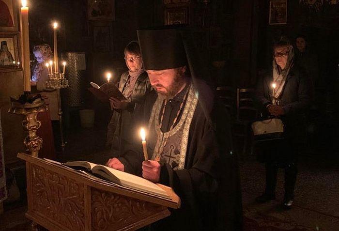 Храм Святого Василия Великого в Болонье. Отец Серафим читает акафист Серафиму Саровскому
