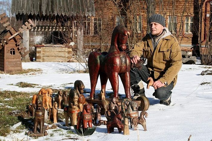 Николай Мартыненко, мастер резьбы по дереву