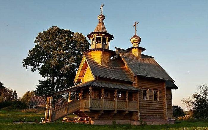 Рубленая церковь Вознесения Господня в деревне Койдиново