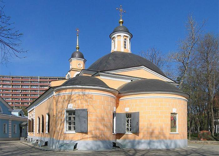 Здание храма бессребреников Космы и Дамиана в Космодемьянском передано приходу