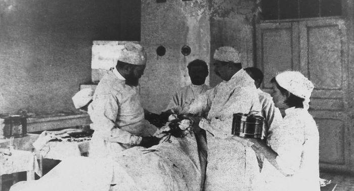 Святитель Лука (Войно-Ясенецкий) на операции