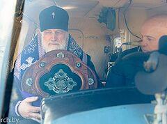 Ο Μητροπολίτης Παύλος ευλόγησε και αγιάσε το Μινσκ από αέρος