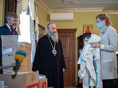 Предстоятель Украинской Православной Церкви передал медоборудование и средства защиты больнице г. Киева