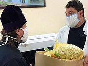 Изюмская епархия передала Центральной больнице маски, пошитые монахинями