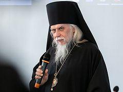 Ιερείς και βοηθοί τους είναι έτοιμοι να βοηθήσουν τους ανθρώπους με κορονοϊό και όσους ευρίσκονται σε απομόνωση