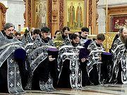 Священники объехали Хабаровск с иконами и мощами святых