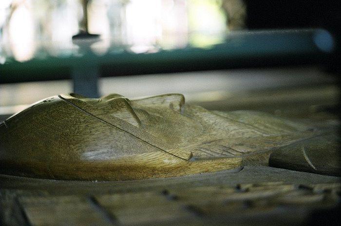 Фрагмент надгробия старца Серафима. Фото: serafim.com.ru