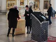 Память жертв теракта в метро почтили в Троице-Измайловском соборе Санкт-Петербурга