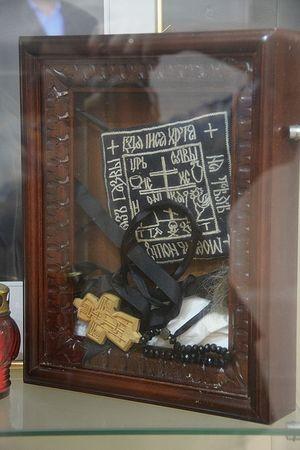 Το παραμάνδυον και ο σταυρός απο την κουρά τής μοναχής Λιουντμίλας