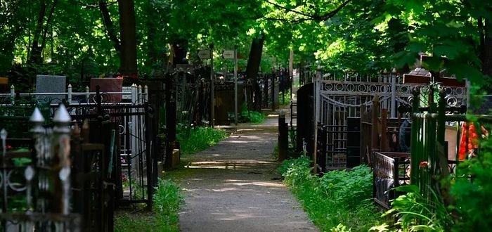 Из-за пандемии в Москве закрыли кладбища, и не откроют на Радоницу