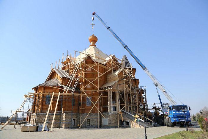 Благовещенский храм Горловки увенчался куполами