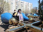 Архиепископ Элистинский Юстиниан освятил накупольные кресты для кафедрального собора равноапостольных Кирилла и Мефодия в Элисте