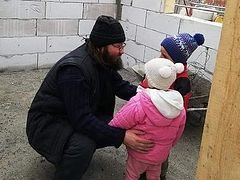 Three families with 19 children receive new homes for Pascha from Iași parish