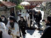 В столице Афона совершили Крестный ход с молитвой о прекращении пандемии