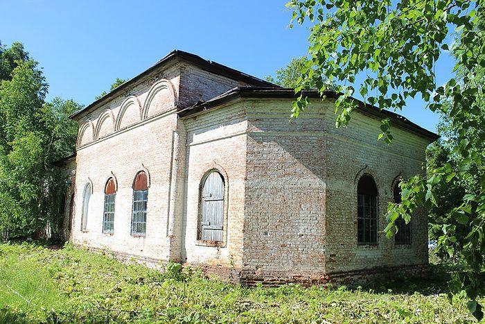 Преображенский храм деревни Аныб в наши дни. В этом храме крестили Раису Нестерову