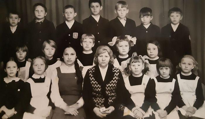 Раиса Егоровна и ее второклассники, участники фильма «Недопесок Наполеон III»
