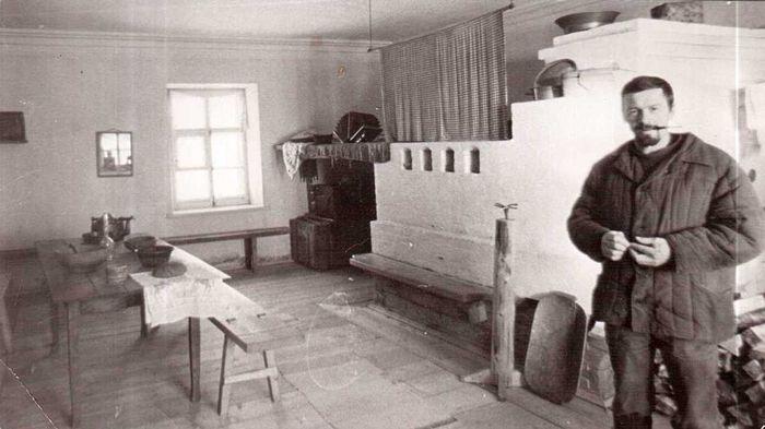 Александр Александрович Семочкин на Вырской почтовой станции 1980-е гг.
