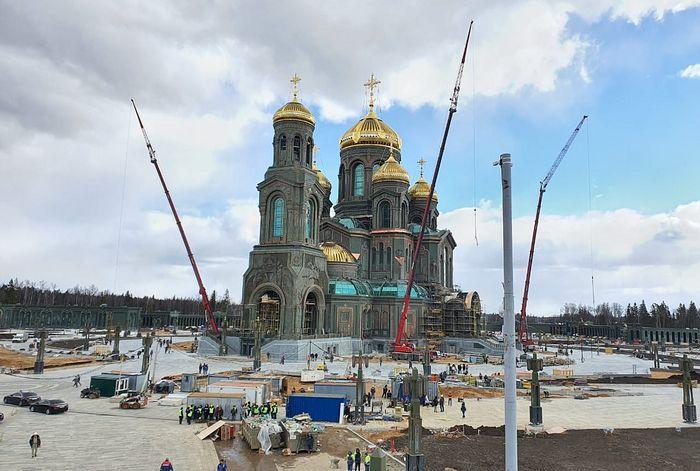 Министр обороны проинспектировал ход строительства Главного храма Вооруженных сил РФ