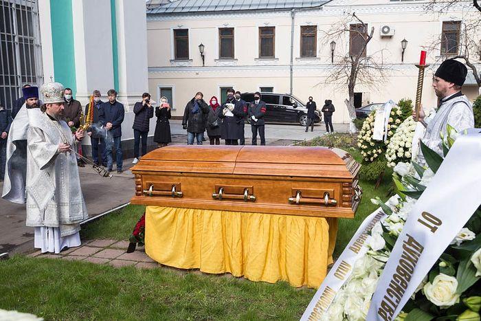 Состоялось отпевание настоятеля Богоявленского кафедрального собора г. Москвы протоиерея Александра Агейкина