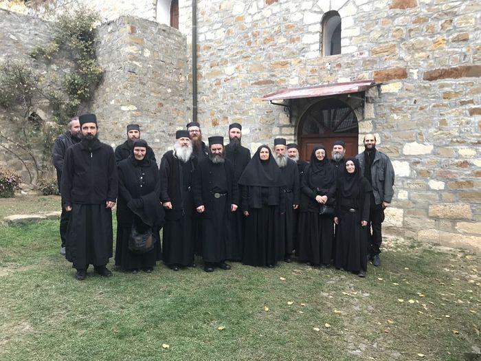 Η αδελφότητα της μονής Ντραγκάνατς μαζί με τις αδελφές της μονής Ντέβιτσα. Νοέμβριος 2017
