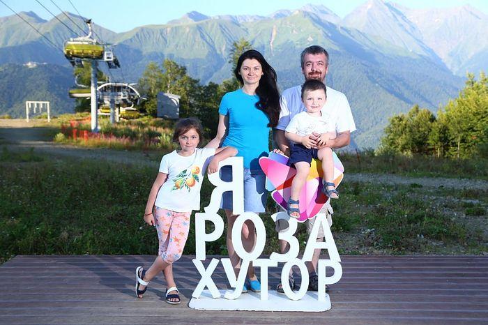 Дочь Виктория со своей семьей
