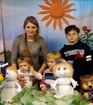 Дочь Ксения со своими детьми и братом Ефимом