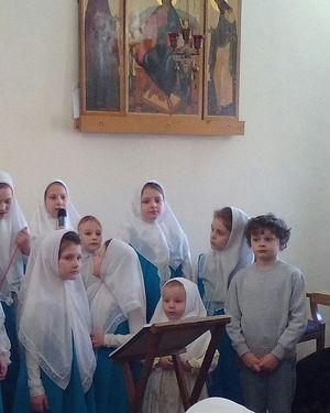 Ефим и Злата поют в детском хоре