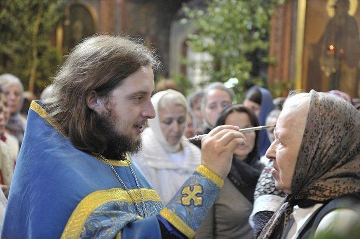 Священник Андрей Гринёв