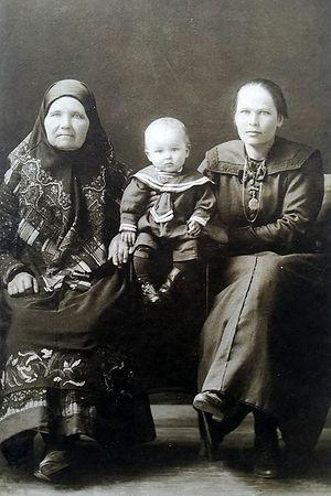1927 г. Прабабушка Ульяна Семёновна и моя бабушка (которая стала для меня примером) Елизавета Павловна