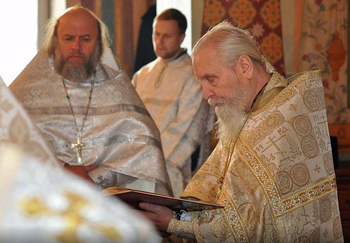 Отец Алексий Потокин (слева) сослужит отцу Георгию Брееву