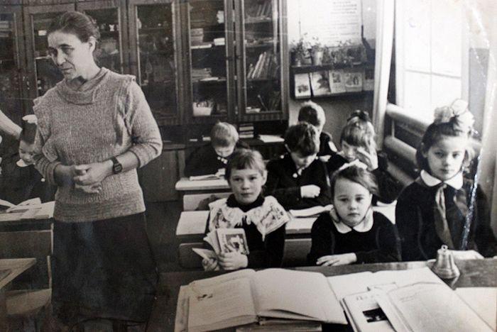 Мария Артеева в годы работы в школе деревни Даниловка