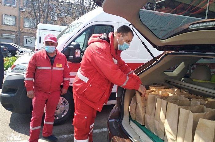 Украинская Православная Церковь оказывает помощь медикам и нуждающимся людям в условиях коронавируса