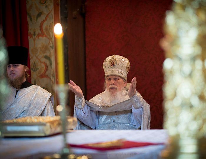 Архимандрит Лаврентий (Постников) и иеродиакон Памфил (Осокин). Служение Литургии