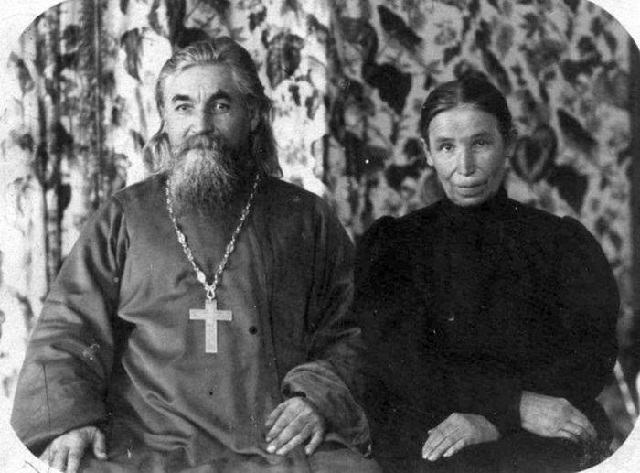 Ο πάτερ Κωνσταντίνος Μαχάεφ με τη σύζυγό του