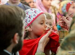 Romanian Church rejects single-use spoons for Communion even in time of pandemic