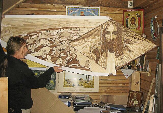 Анатолий Кашка в мастерской. Панно в технике маркетри
