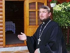 Schismatics suing to evict family of canonical priest with 3 small children