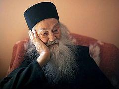 Γέρων Ιουστίνος: «Η Θεία Λειτουργία και τα Τίμια Δώρα θα δίνουν στους χριστιανούς τη δύναμη για να υπομείνουν την πείνα και θα τους διαφυλάσσουν από κάθε κακό»