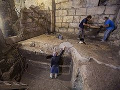 Dig near Jerusalem's Western Wall yields 'puzzling' chambers