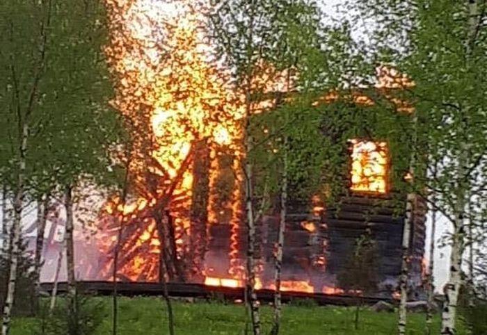 Пожар полностью уничтожил храм на территории скита Троице-Сергиевой лавры
