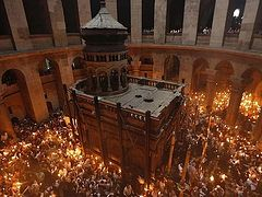 Holy Sepulchre remained closed to pilgrims on Sunday despite official reopening announcement