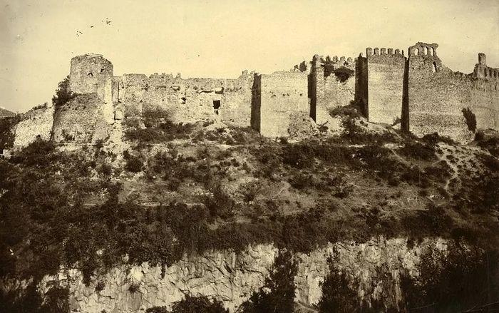 Стены трапезундской крепости. 1916 г.