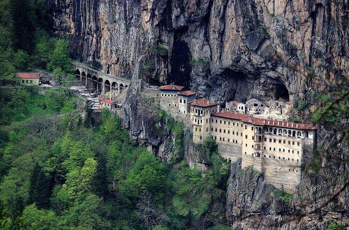 Монастырь Панагия Сумела (недействующий православный монастырь на территории нынешней Турции)