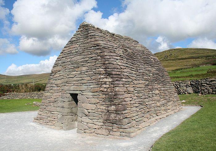 Gallarus Oratory in Dingle, co. Kerry (taken from Wikipedia)
