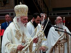 Greek faithful celebrate Pascha on leavetaking of feast after churches reopen