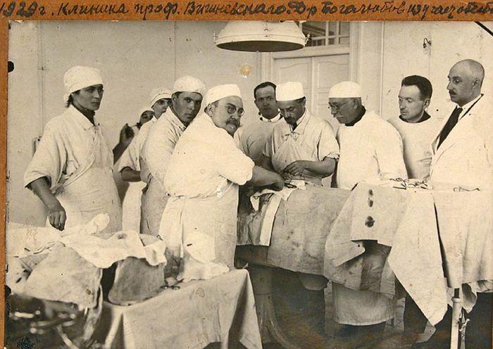 Ο Βισνέβσκιϊ στο χειρουργείο