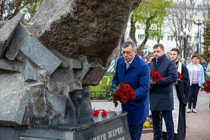 В 25-ю годовщину землетрясения в Нефтегорске, унесшего более двух тысяч жизней, на Сахалине молитвенно почтили память погибших