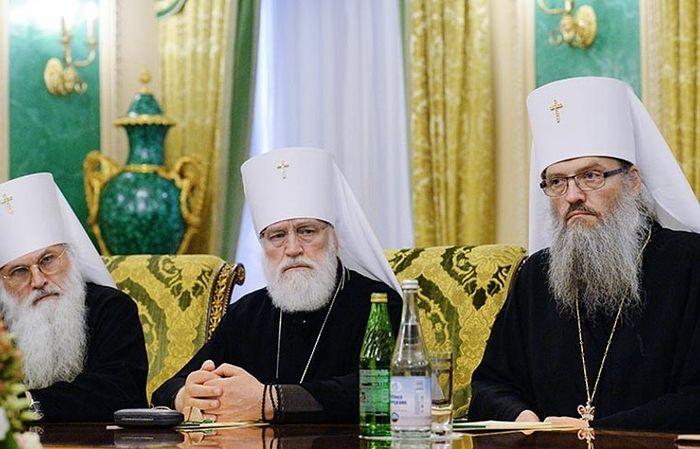 Митрополит Запорожский и Мелитопольский Лука (справа)