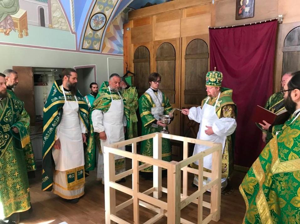 Освящен Арсениевский храм Коневского Рождество-Богородичного монастыря